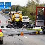 Zwei ausgebrannte Autos, eine tote Fahrerin: Das war die Folge eines illegalen Autorennens und eines damit verbundenen Unfalls am 10. Oktober auf der A66 bei Hofheim am Taunus. Archivfoto: wiesbaden112/dpa