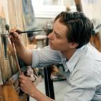 """Künstler Kurt Barnert (Tom Schilling) in einer Szene des Films """"Werk ohne Autor"""". Foto: dpa"""