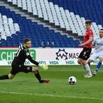 Zwei Treffer kassierte Hannover 96-Torwart Esser von den Lilien. Foto: Jan Hübner