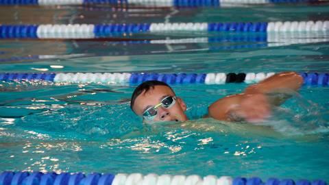 Konnte am Magdeburger Olympiastützpunkt mit den Top-Schwimmern trainieren: Niklas Römer vom TV Wetzlar. Foto: Uwe Hermann