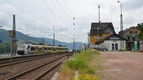 Der Bahnhof von Niederheimbach und die Umwandlung des Vorgeländes zum Park&Ride-Platz sind zwei der Punkte, an denen sich die Geister scheiden. Foto: Jochen Werner