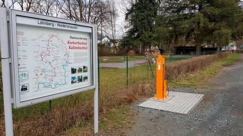 Eine der beiden von der Gemeinde Löhnberg erworbenen Fahrradreparaturstationen befindet sich am Minigolfplatz in Niedershausen.  Foto: Gemeinde Löhnberg