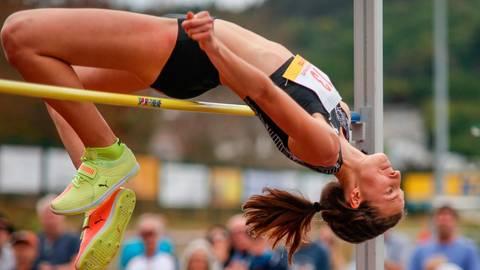 Die Australierin Nicola McDermott drückt dem Sinner Hochsprung-Meeting ihren Stempel auf und verzückt die Fans mit der neuen Rekordmarke von 1,98 Meter. Foto: Nick Fingerhut