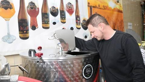"""Marcel Alberti, Inhaber von """"Brewers Fantasy"""", ist Braumeister und Biersommelier. Foto: Katja Gesche"""