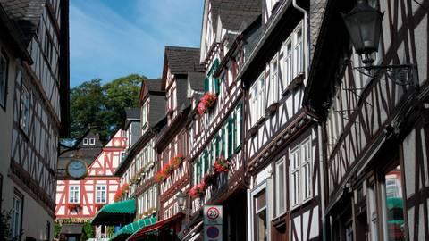 In Braunfels haben die neu gewählten Stadtverordneten ihre Arbeit aufgenommen. Im Parlament wollen zwei Fraktionen zukünftig zusammenarbeiten.  Foto: Braunfelser Kur GmbH