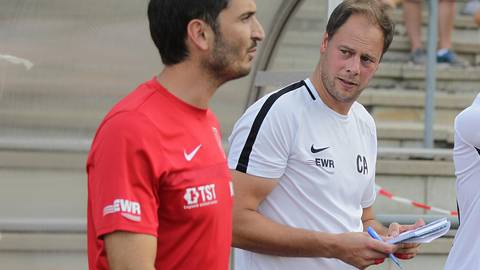 Haben den nächsten Keeper in ihrer Liste: Torwarttrainer Christian Adam (rechts) und Wormatia-Coach Kristjan Glibo. Archivfoto: BK/Schmitz