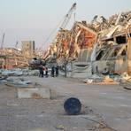 In den Trümmern von Beirut besprechen die THW-Kräfte das weitere Vorgehen. Foto: THW