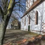 Der Kirchgarten in Leeheim soll ab Juni wieder zur Spielstätte der Büchnerbühne werden. Foto: Vollformat/Robert Heiler