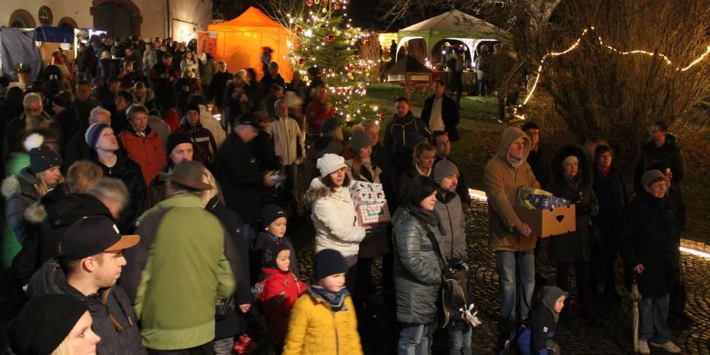 Weihnachtsmarkt in allen Räumen von Schloss Neuweilnau