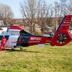 Neben zahlreichen Rettungswagen war auch der Rettungshubschrauber vor Ort. Foto: Michael Ehresmann/Wiesbaden112.de