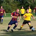Die SG Romrod/Zell kehrt zurück: Die Gelb-Schwarzen, hier aus einem früheren Duell gegen die FSG Alsfeld/Eifa, will zur neuen Saison wieder ein Team melden.  Archivfoto: Raab