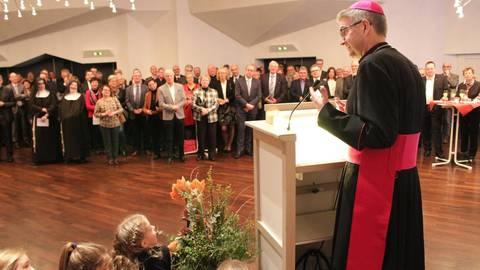 Bischof Peter Kohlgraf spricht von einem arbeitsreichen Jahr, das vor den Katholiken im Bistum liegt. Foto: Bistum Mainz/Tobias Blum