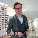 """in dritter Generation leitet Ralf Sandner zusammen mit seinem Onkel und einem langjährigen Mitarbeiter den Familienbetrieb """"Heinemann Optik & Akustik"""". In diesem Jahr besteht die Firma seit 75 Jahren.  Foto: Olivia Heß"""
