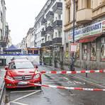 Die abgesperrte Wellritzstraße: Hier ist es am frühen Montagmorgen zu den tödlichen Schüssen gekommen.  Foto: René Vigneron