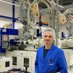 Daniel Paul ist einer von 360 Mitarbeiterinnen und Mitarbeitern bei der Aero Pump GmbH in Hochheim. Foto: Charlotte Paasch