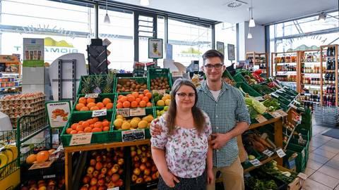 """Rafaela und Tim Zimdahl haben den Biomarkt """"Kornmühle"""" an der Heidelberger Landstraße übernommen. Foto: Dirk Zengel"""