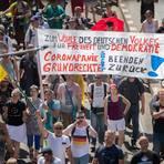 Rund 20.000 Teilnehmer waren laut Polizei bereits am 1. August in Berlin gegen die Corona-Politik auf die Straße gegangen. Archivfoto: dpa