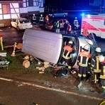 Die Feuerwehr musste die beiden Fahrer aus ihren Autos befreien. Foto: Feuerwehr Langgöns