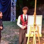 Dorian Gray (Maximilian Miller, re.) mit Maler Basil (Jan-Markus Dieckmann) und Lord Henry (Niklas Luft, von links). Foto: Volker Watschounek