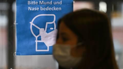 Die Maskenpflicht wurde übers Jahr immer weiter ausgedehnt. Foto: dpa