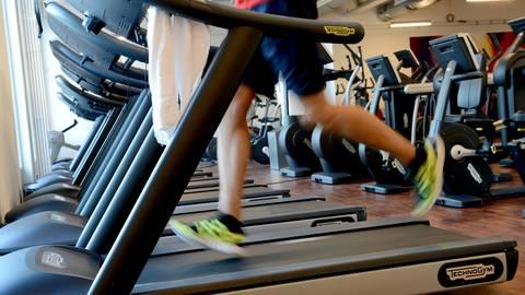 Auf dem Laufband schwitzen ist in Rheinland-Pfalz bald wieder möglich: Fitnessstudios dürfen Ende Mai unter Auflagen öffnen. Foto: dpa
