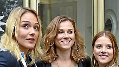 Überzeugen im Dresdner Tatort: die Schauspielerinnen Alwara Höfels (von links), Karin Hanczewski und Jella Haase.  Foto: Settnik/dpa