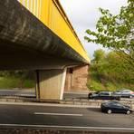 Die Brücke auf der B 41 bei Rüdesheim/Roxheim: Der geworfene Stein wurde von der Polizei nicht gefunden. Foto: Wolfgang Bartels