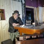 """Arbeitsbeschaffungsmaßnahme im Lockdown: Michael Vogt ist dabei, seine Kneipe """"Good Time"""" umfassend zu renovieren. Es könnte  schlechter laufen, macht sich der Kneipier Mut. Foto: hbz/Stephan Sämmer"""