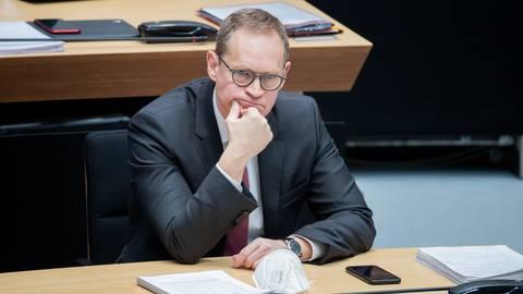 Michael Müller (SPD), Regierender Bürgermeister von Berlin, rechnet mit Verzögerungen bei den Nachschärfungen.  Foto: Christoph Soeder/dpa