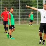 Rückblick ins Jahr 2017: Eine der ersten Einheiten von Bo Svensson als U19-Trainer beim FSV Mainz 05 - mit den damaligen Nachwuchsspielern Nils Lihsek (links) und Jonas Kummer. Ein erster Fingerzeig in eine erfolgreiche Zukunft. Foto: imago/Martin Hoffmann