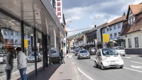 Nur mit Anmeldung dürfen einzelne Personen zurzeit die wenigen geöffneten Geschäfte betreten. Foto: Arne Schumacher