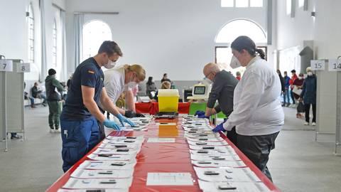 Ehrenamtler organisierten den speziellen Schüler-Test-Tag. Foto: pp/Ben Pakalski
