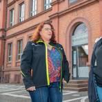 Sabine Geiss (links) und Kristina Zewe befürchten, dass die Maskenpflicht ihren Kindern den Spaß an der Schule nimmt. Foto: Thorsten Gutschalk