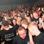 Ein Bild aus besseren Tagen: Dicht an dicht tanzen die Fans auf der Kirmes 2019 in Katzenfurt.  Archivfoto: Heike Pöllmitz