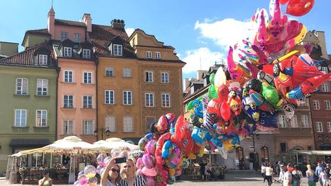Ein Selfie vor bunter Altstadtkulisse. Foto: Liudmila Kilian