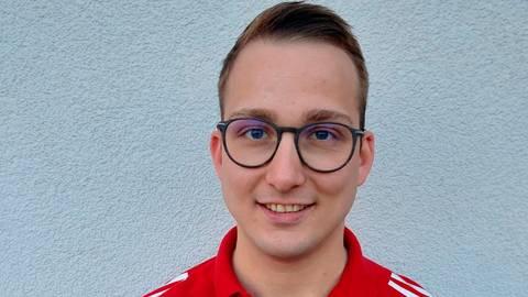 Bei Sportökonom Philip Pokoj steht nicht nur beruflich der Fußball im Mittelpunkt. Der Herbsteiner ist auch für die FSG Vogelsberg engagiert. Foto: Kopf