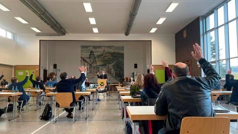 Große Zustimmung: Michael Hollatz wird bei der konstituierenden Sitzung zum Stadtverordnetenvorsteher gewählt. Foto: Jenny Berns