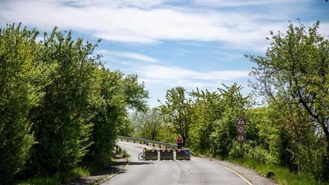 Die für Radler wichtige Brücke, die Heppenheim über den Erbachwiesenweg mit Laudenbach verbindet, soll in den nächsten Jahren abgerissen werden. Der ADFC hätte dazu aus dem Landratsamt gerne ein paar Antworten. Foto: Sascha Lotz