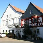 """Der Gasthof """"Horrweiler Hecht"""" gehört zu den Institutionen des Ortes, alte Häuser erleben eine Renaissance, wenn sie mit Liebe renoviert werden. Foto: Christine Tscherner"""