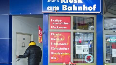 Die Toiletten am Bahnhofskiosk in Idstein aufzusuchen, ist aus Sicht der Busfahrer nicht ausreichend, aus Sicht der Stadt aber akzeptabel. Foto: Mallmann/AMP
