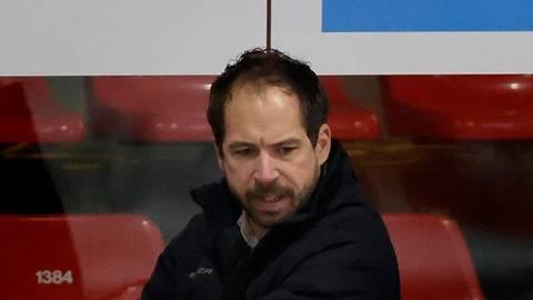 EC-Coach Harry Lange ist nicht zufrieden mit dem Bad Nauheimer Saisonergebnis. Foto: Joachim Stroch