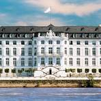 Die eindrucksvolle Fassade von Schloss Engers vom Rhein aus betrachtet. Foto: Schloss Engers