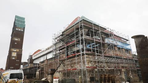 Die Sanierung der Ausstellungshallen auf der Mathildenhöhe zieht sich hin. Foto: Guido Schiek