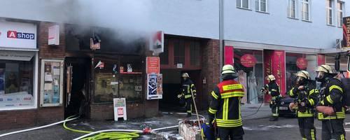 In der Wellritzstraße in Wiesbaden brannte am Montagmorgen ein Kiosk.  Foto: Wiesbaden112.de