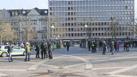 Nach etwa 20 Minuten löste die Polizei die Versammlung auf. Foto: Lisa-Marie Christ
