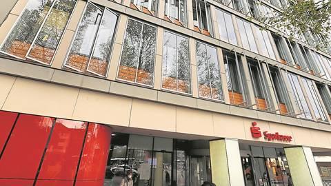Alles bleibt vorerst beim Alten: Die Sparkasse Darmstadt macht die geplante Gebührenerhöhung rückgängig. Archivfoto: Andreas Kelm