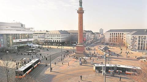 15 Überwachungskameras sollen auf dem Luisenplatz an vier Standorten angebracht werden. Foto: Andreas Kelm