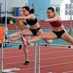 Vanessa Grimm (rechts, Königsteiner LV) liefert in Frankfurt auch über 100 Meter Hürden eine starke Leistung ab. Foto: kie