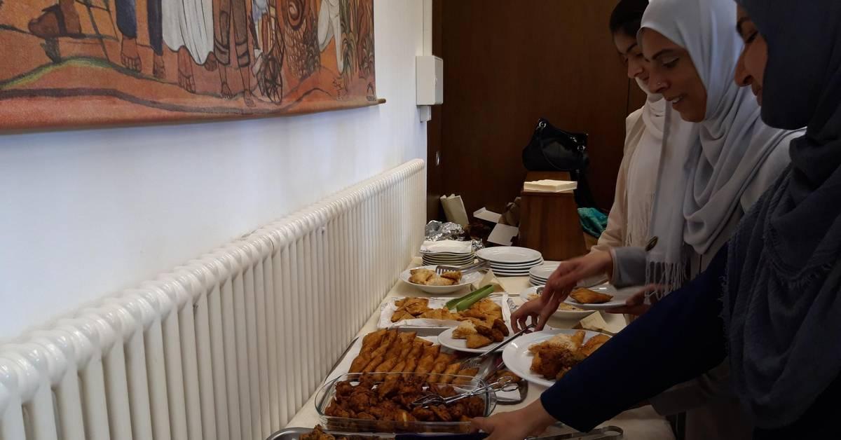Fest des Fastenbrechens in der Ahmadiyya Muslim Gemeinde
