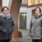 Heike Fillbrandt (links) aus Weinheim und Susanne Klug aus Schriesheim leiden seit Jahren unter tieffrequentem Schall. Nun haben sie sich zu einer Brummton-Initiative zusammengeschlossen und suchen weitere Mitstreiter. Foto: Marco Partner